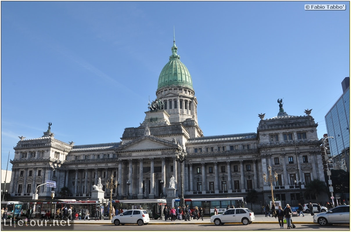 Fabios-LifeTour-Argentina-2015-July-August-buenos-aires-City-Center-Plaza-25-de-Mayo-and-Casa-Rosada-7152-cover-1