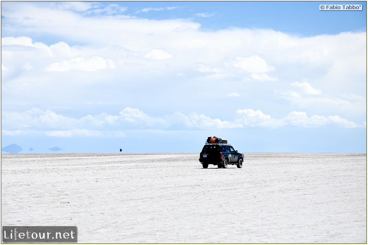 Fabio_s-LifeTour---Bolivia-(2015-March)---Ujuni---Salar-de-Ujuni---3--erratic-trekking---10501