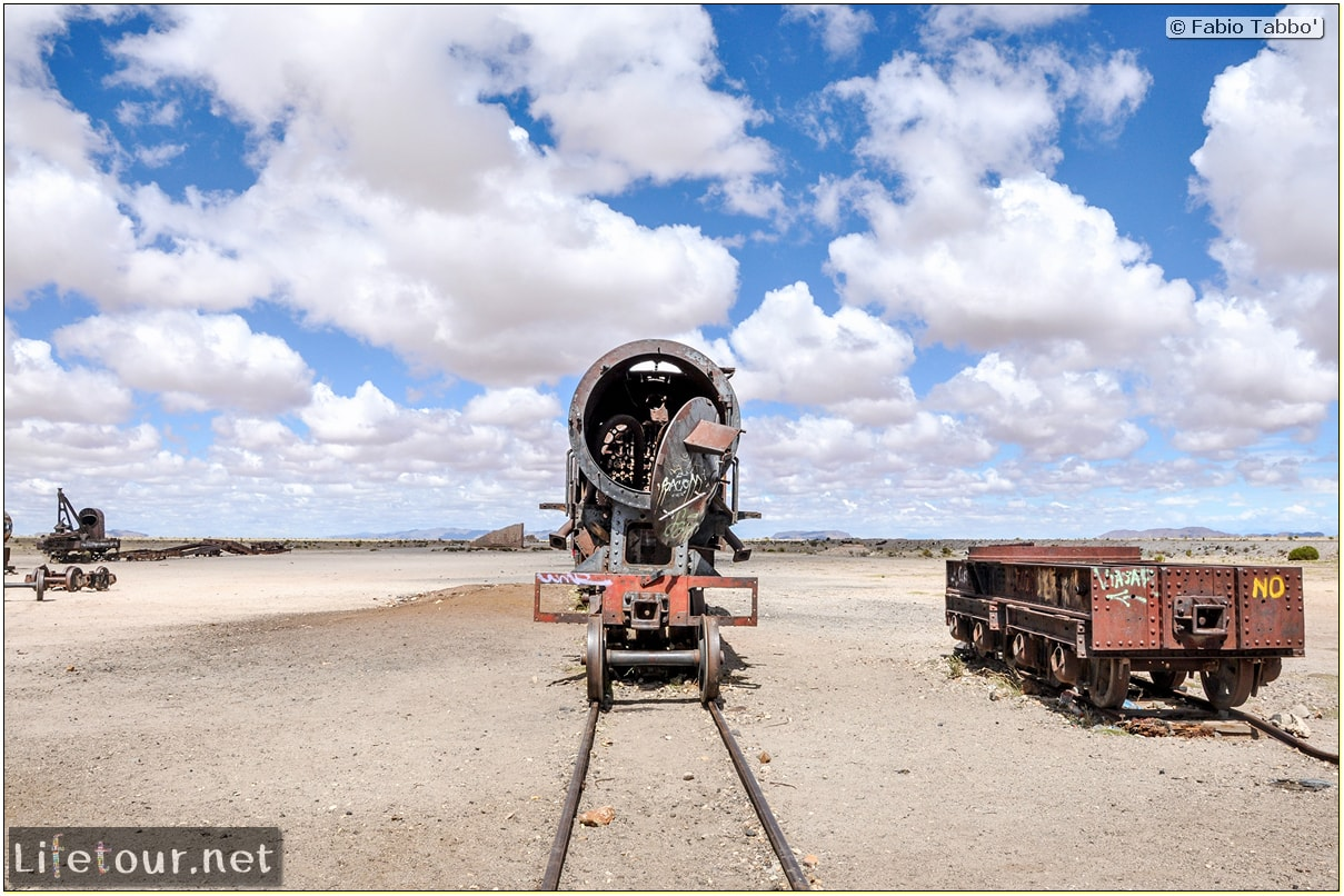 Fabio_s-LifeTour---Bolivia-(2015-March)---Ujuni---Ujuni-Train-Graveyard---2016