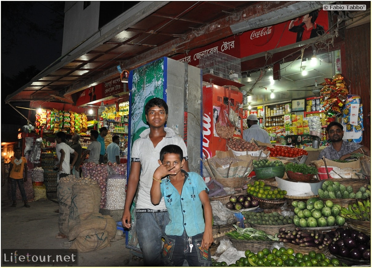 Fabios-LifeTour-Bangladesh-2014-May-Dacca-Night-markets-7798-cover