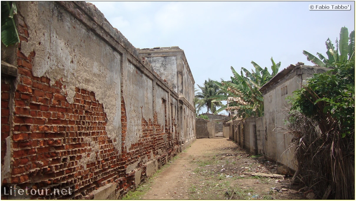 Fabio's LifeTour - Benin (2013 May) - Grand Popo - Comptoirs Coloniaux de Gbecon (ghost town) - 1421