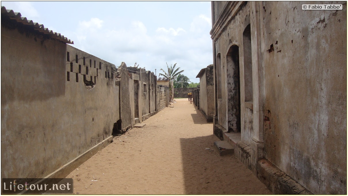 Fabio's LifeTour - Benin (2013 May) - Grand Popo - Comptoirs Coloniaux de Gbecon (ghost town) - 1423