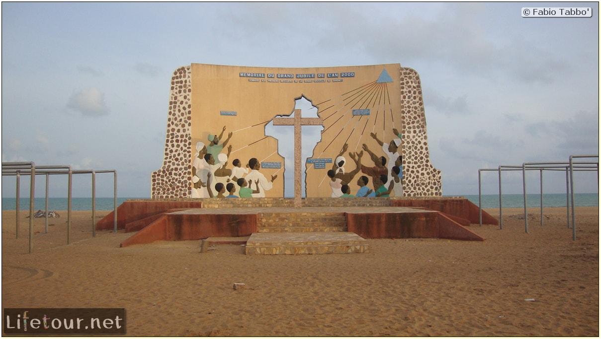 Fabios-LifeTour-Benin-2013-May-Ouidah-Porte-du-Non-Retour-1453