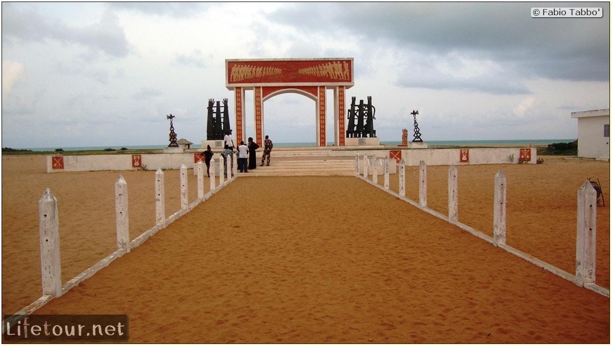 Fabios-LifeTour-Benin-2013-May-Ouidah-Porte-du-Non-Retour-1456-cover
