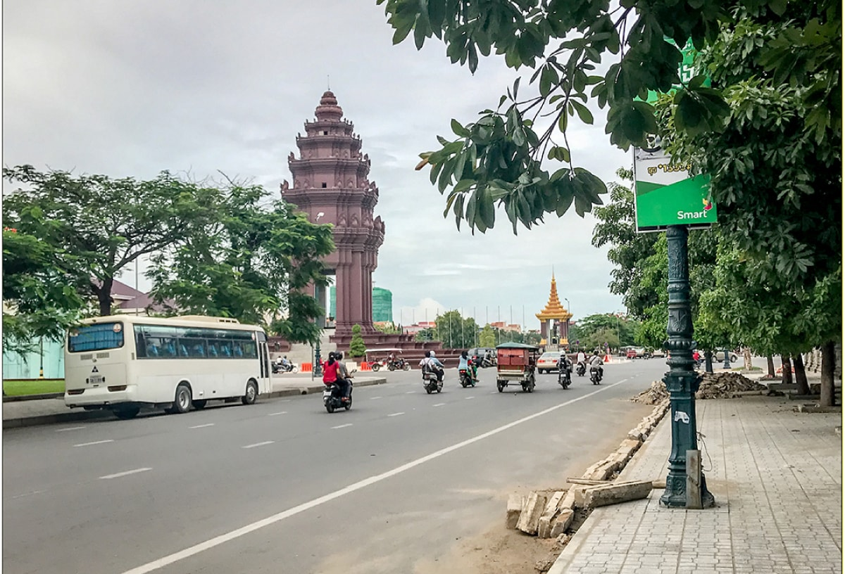 Fabio_s-LifeTour---Cambodia-(2017-July-August)---Phnom-Penh---Independence-Square-area---Independence-Monument---18248