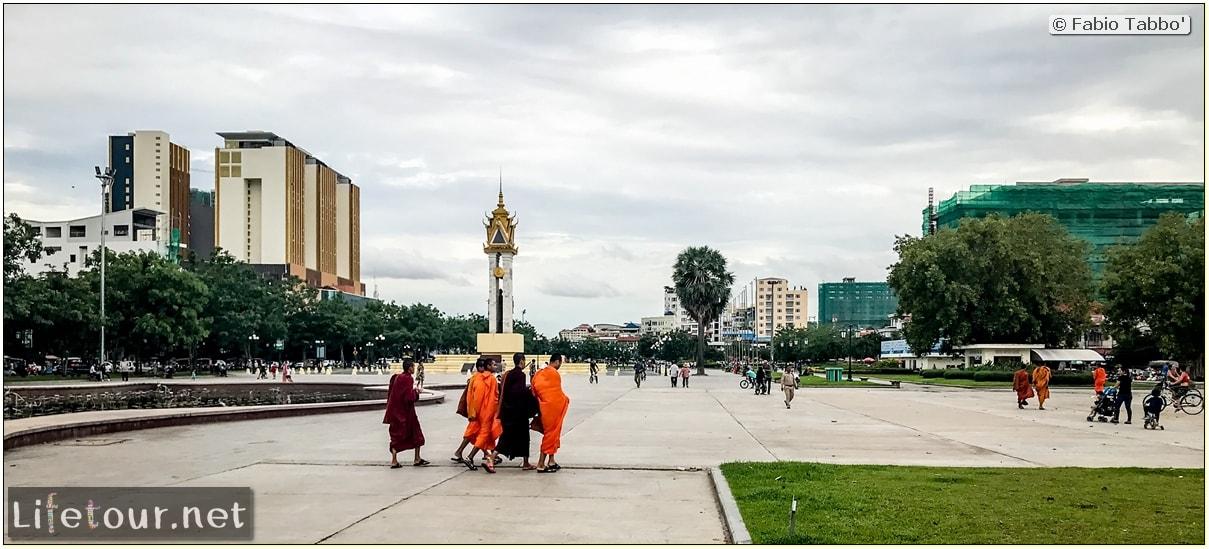 Fabio_s-LifeTour---Cambodia-(2017-July-August)---Phnom-Penh---Independence-Square-area---Liberation-Memorial---18264