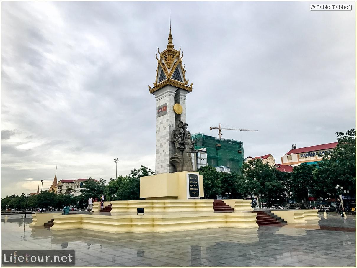 Fabio_s-LifeTour---Cambodia-(2017-July-August)---Phnom-Penh---Independence-Square-area---Liberation-Memorial---18266-cover