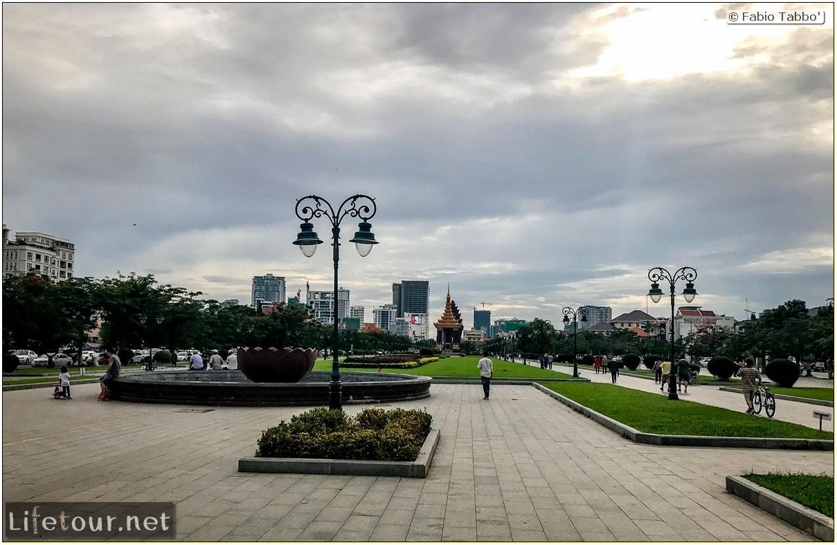 Fabio_s-LifeTour---Cambodia-(2017-July-August)---Phnom-Penh---Independence-Square-area---Wat-Botum-Park---18259-cover