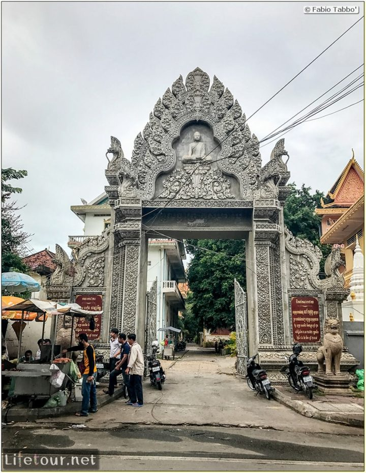 Fabio_s-LifeTour---Cambodia-(2017-July-August)---Phnom-Penh---Independence-Square-area---Wat-Langka---18247