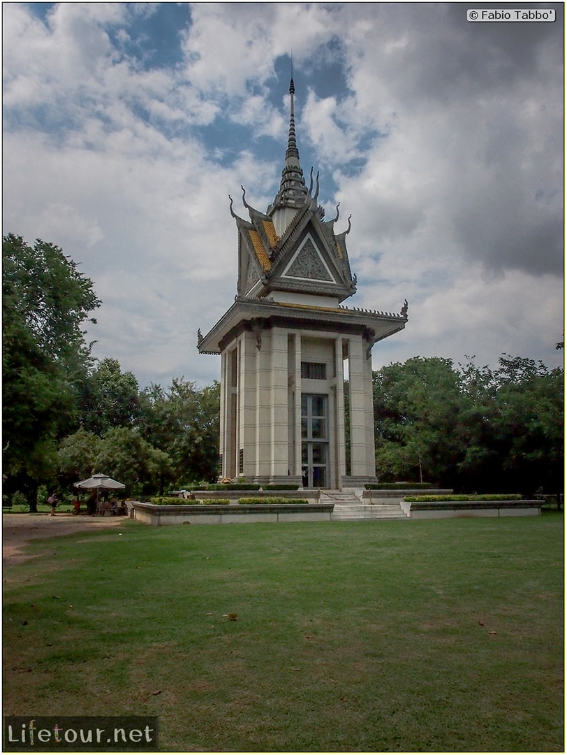 Fabio_s-LifeTour---Cambodia-(2017-July-August)---Phnom-Penh---Killing-Fields-of-Choeung-Ek---Skulls-Stupa---20123
