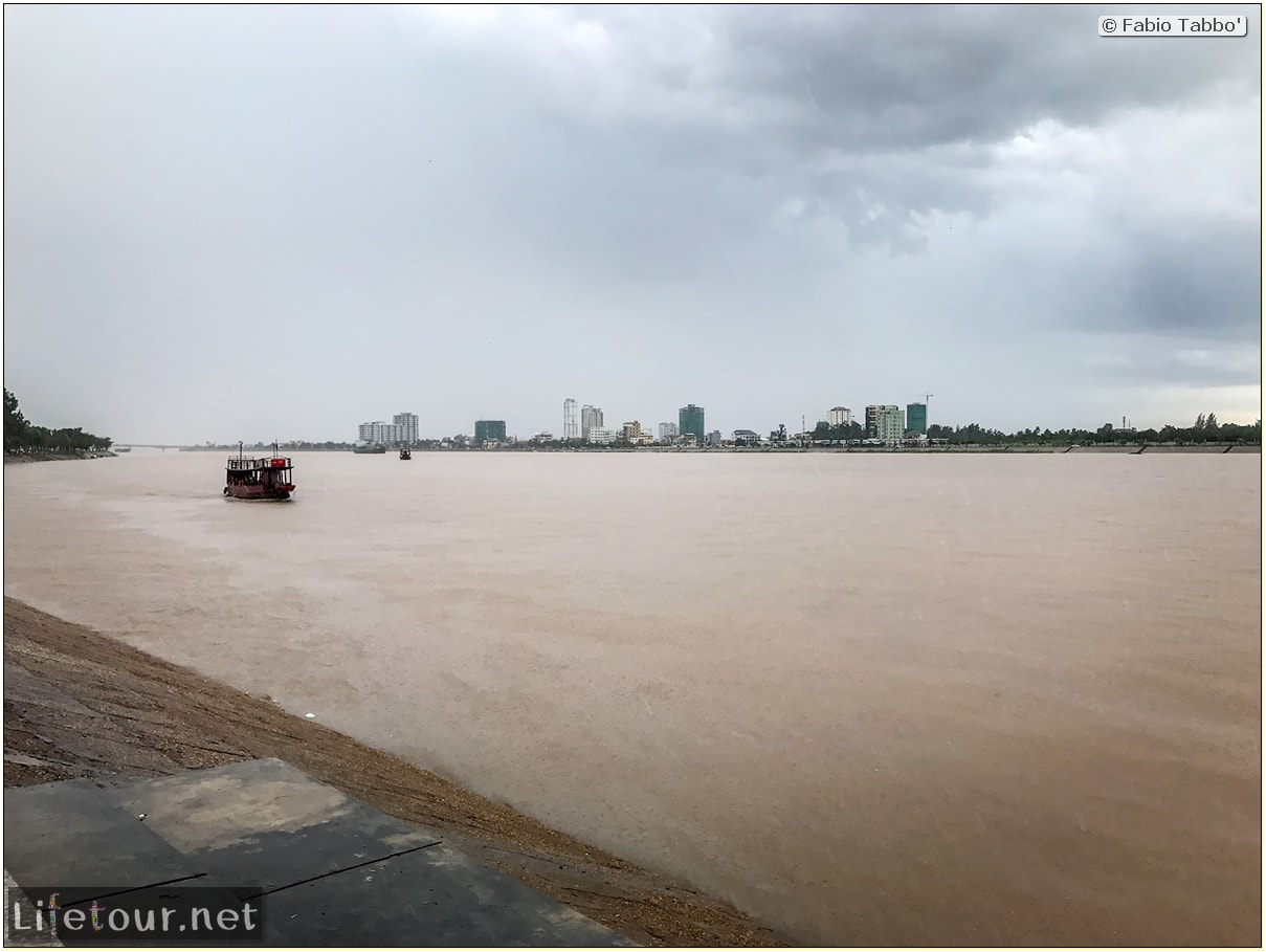 Fabio_s-LifeTour---Cambodia-(2017-July-August)---Phnom-Penh---Sisowath-Quay---18285