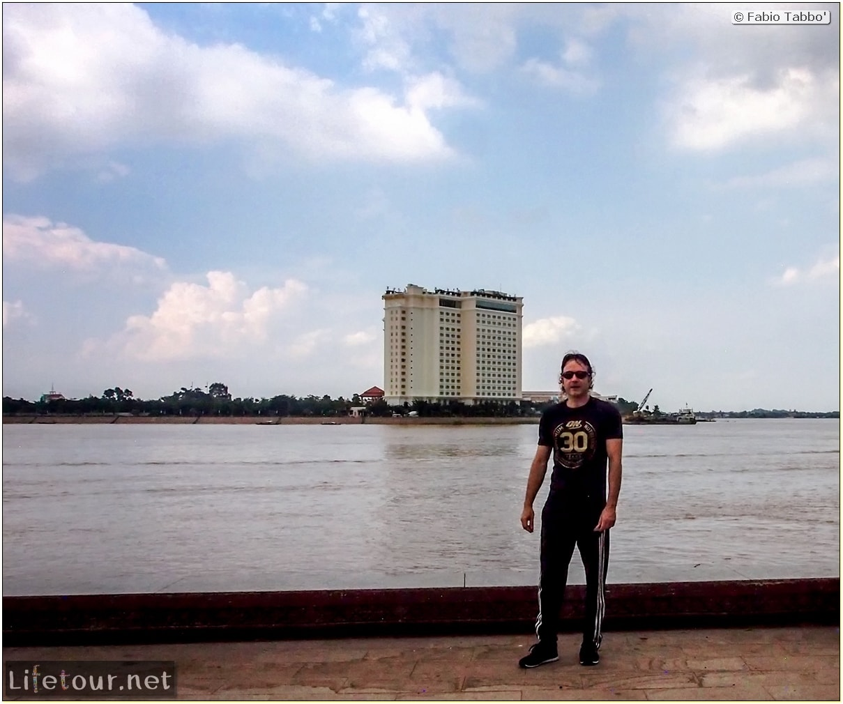 Fabio_s-LifeTour---Cambodia-(2017-July-August)---Phnom-Penh---Sisowath-Quay---20095