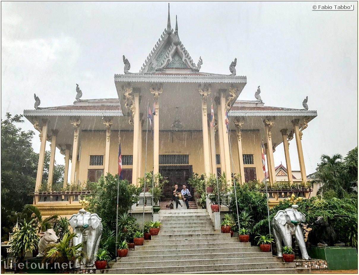 Fabio_s-LifeTour---Cambodia-(2017-July-August)---Phnom-Penh---Wat-Ounalom---18294