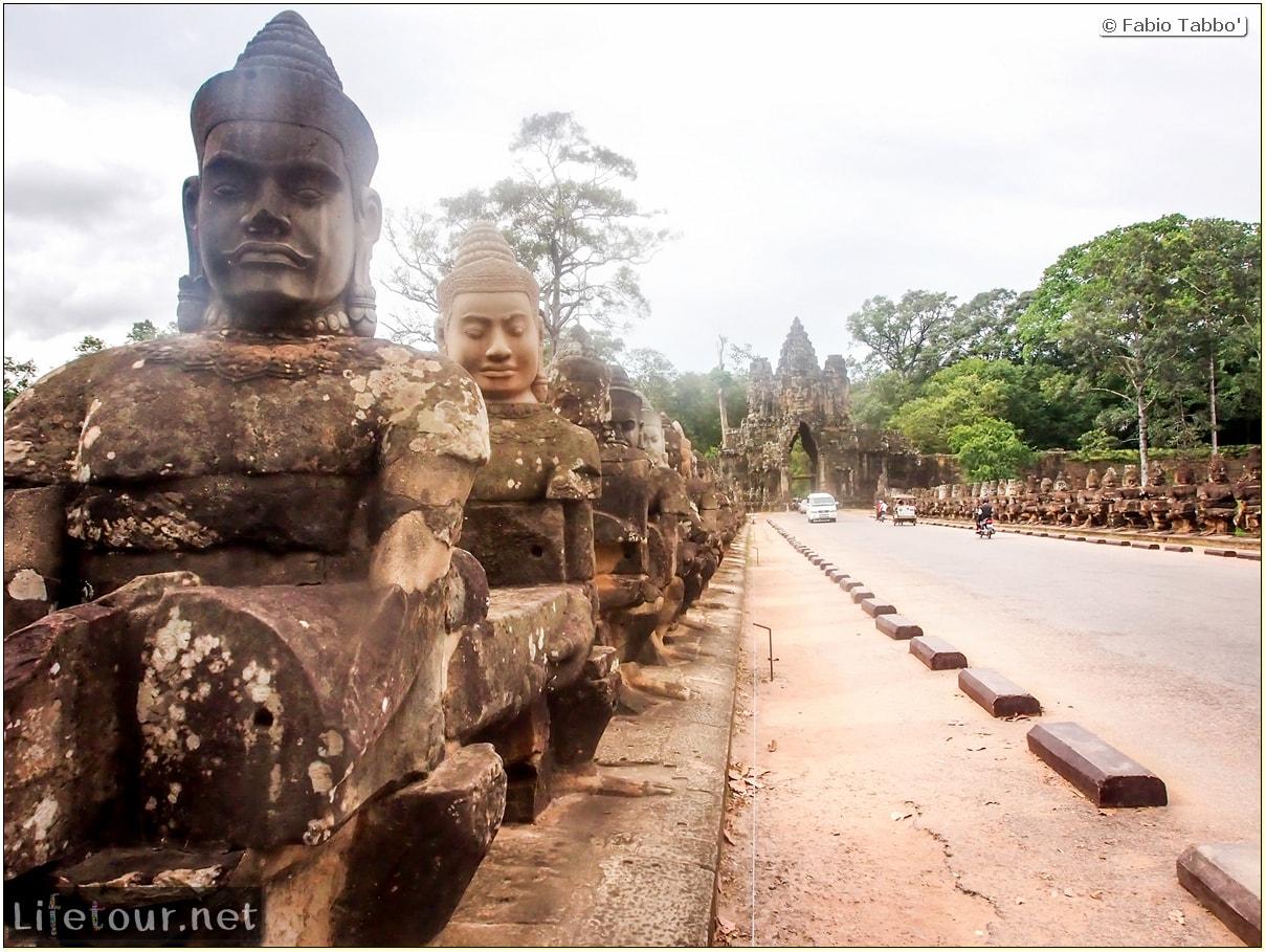 Fabio_s-LifeTour---Cambodia-(2017-July-August)---Siem-Reap-(Angkor)---Angkor-temples---Angkor-Thom-south-gate-bridge---20283