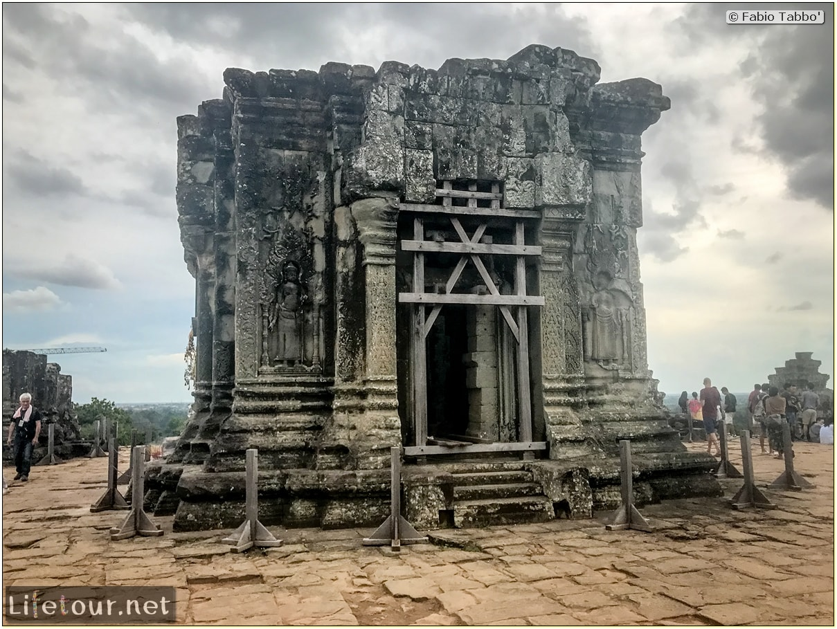 Fabio_s-LifeTour---Cambodia-(2017-July-August)---Siem-Reap-(Angkor)---Angkor-temples---Phnom-Bakheng-temple---18638