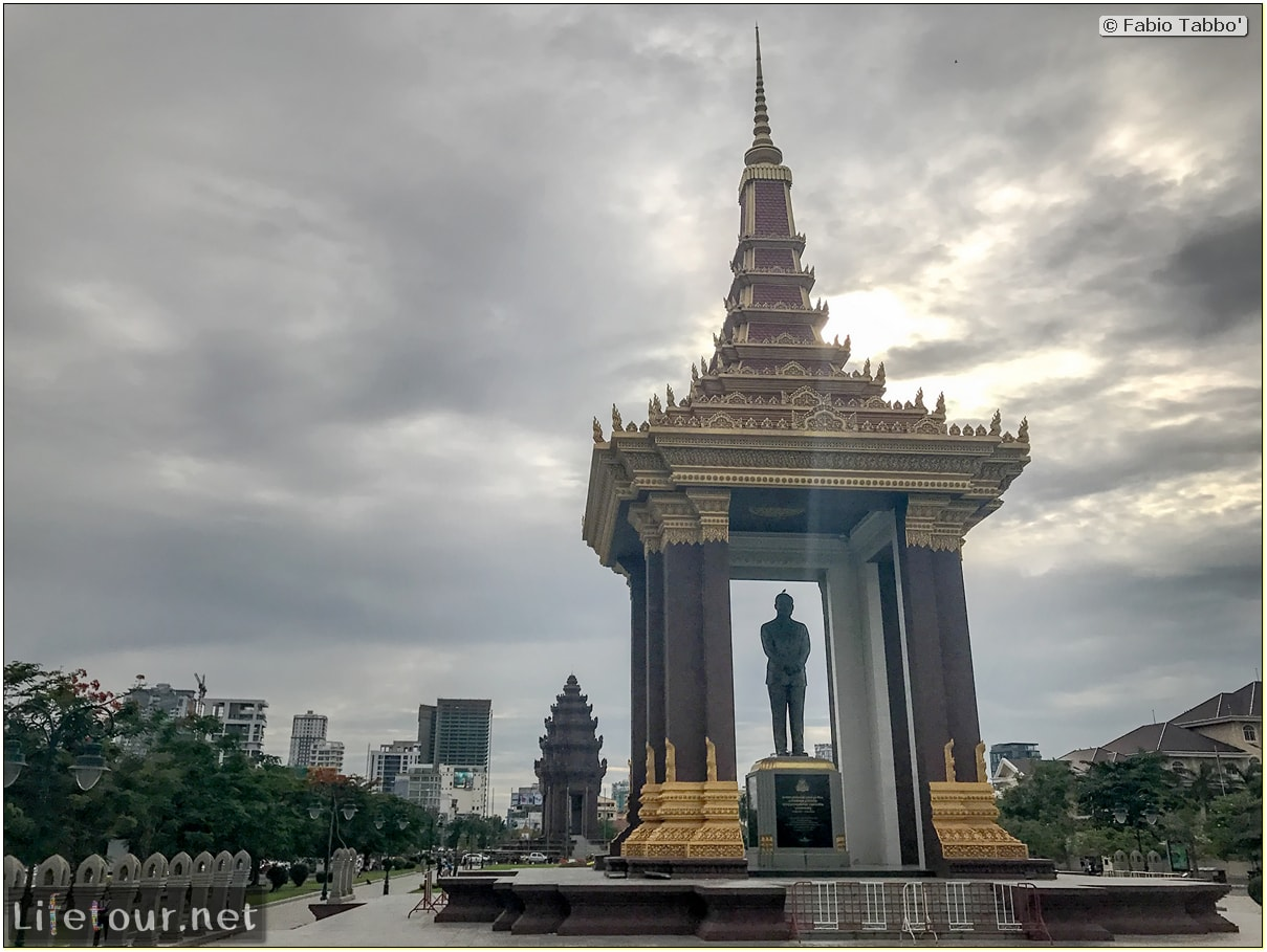 Phnom-Penh---Independence-Square-area---Statue-of-King-Father-Norodom-Sihanouk---179-cover