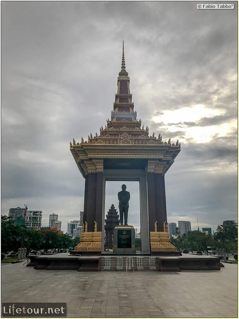 Phnom-Penh---Independence-Square-area---Statue-of-King-Father-Norodom-Sihanouk---181