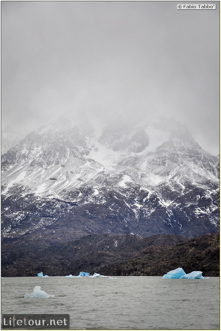 Fabio_s-LifeTour---Chile-(2015-September)---Torres-del-Paine---Glacier-Gray---12379