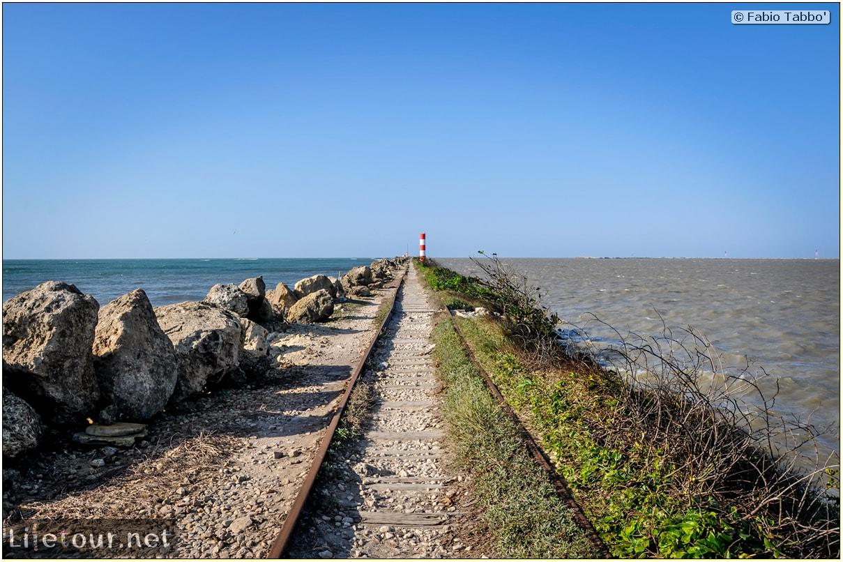 Barranquilla---Bocas-de-Ceniza---1.-The-railroad-in-the-middle-of-the-ocean---890 COVER
