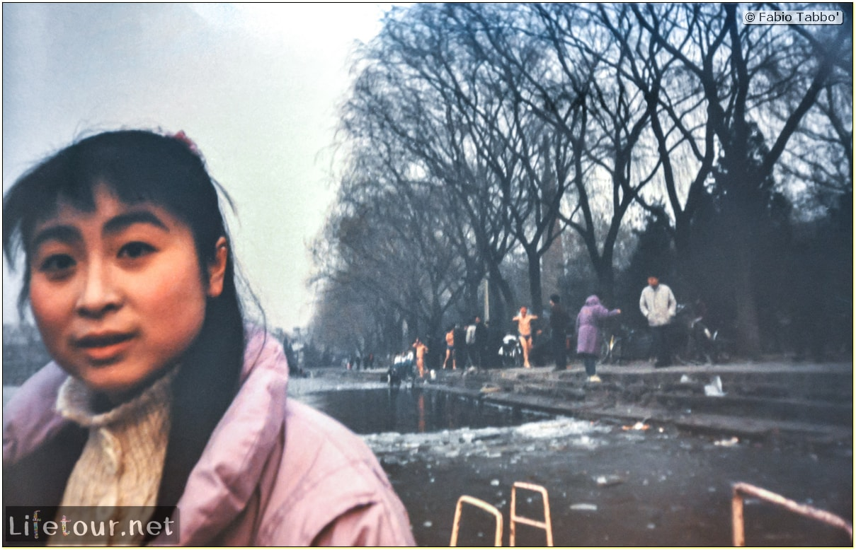 Beijing (1993-1997 and 2014) - Tourism - Behai Park - skating and swimming in frozen lake (1994) - 232