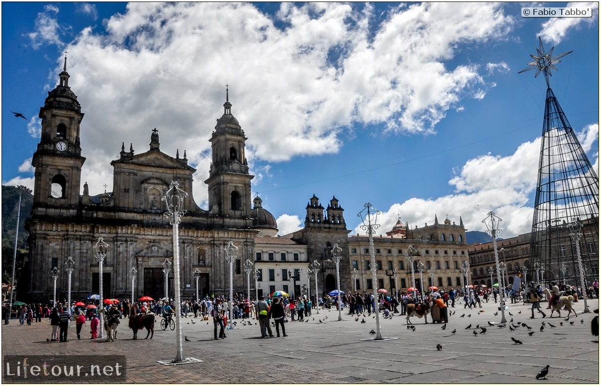Fabio_s-LifeTour---Colombia-(2015-January-February)---Bogota_---Candelaria---Bolivar-Plaza---3082