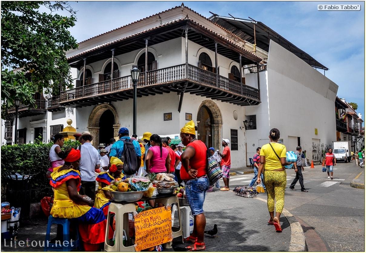Fabio_s-LifeTour---Colombia-(2015-January-February)---Cartagena---Walled-city---Plaza-de-Bolivar---9260