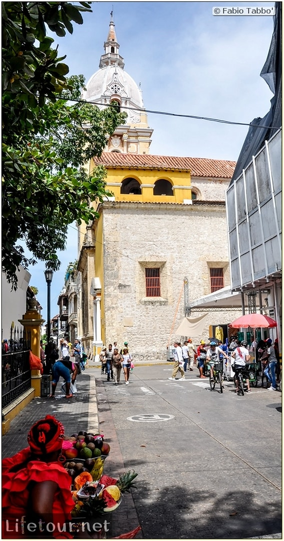 Fabio_s-LifeTour---Colombia-(2015-January-February)---Cartagena---Walled-city---Plaza-de-Bolivar---9281