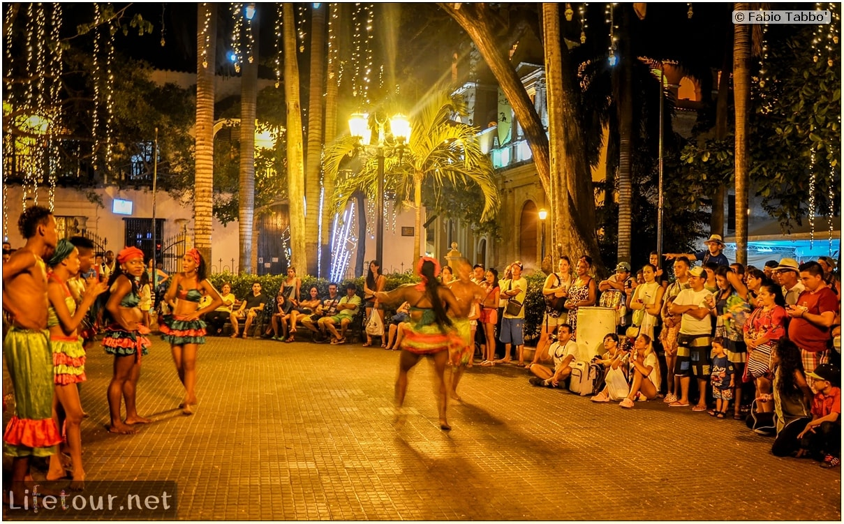 Fabio_s-LifeTour---Colombia-(2015-January-February)---Cartagena---Walled-city---Street-dance-shows---6485
