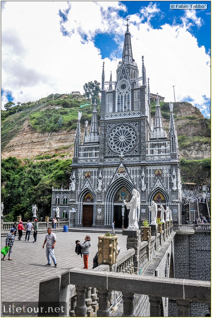 Fabio_s-LifeTour---Colombia-(2015-January-February)---Ipiales---Las-Lajas-sanctuary---Outside-views---6889