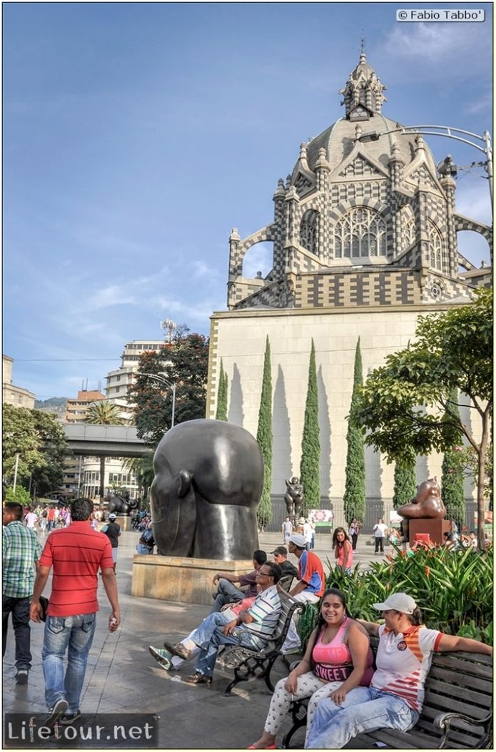 Fabio_s-LifeTour---Colombia-(2015-January-February)---Medellin---Candelaria---Botero-Plaza---3596