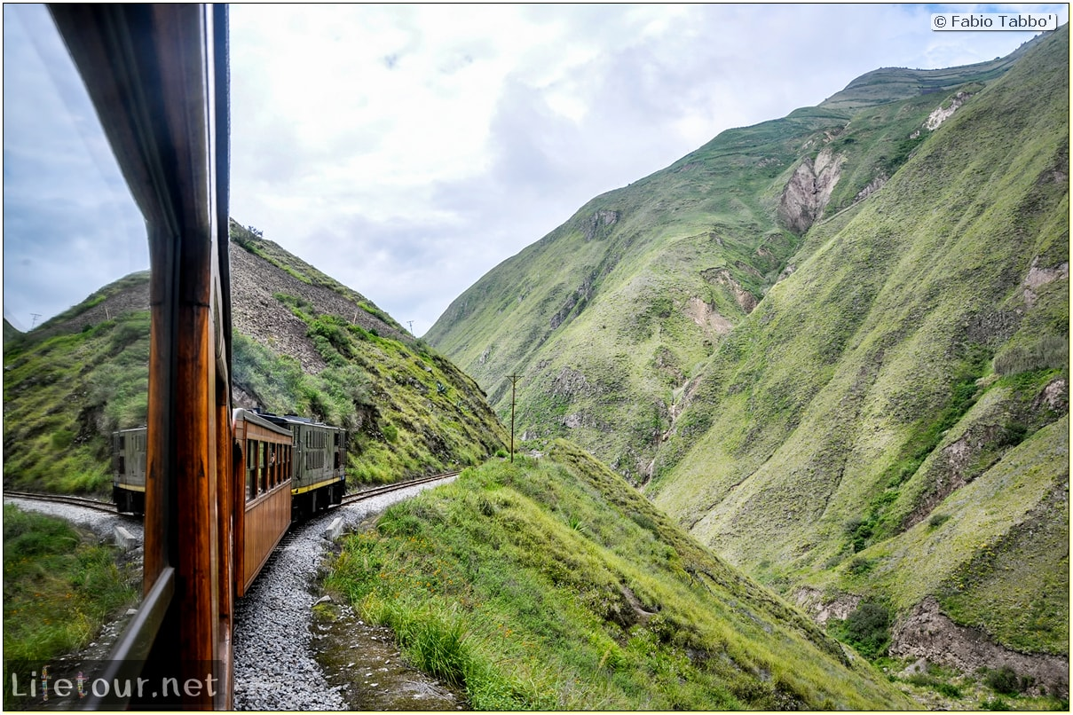 Fabio_s-LifeTour---Ecuador-(2015-February)---Alausi---El-Nariz-del-Diablo-(steam-train-ride)---12167