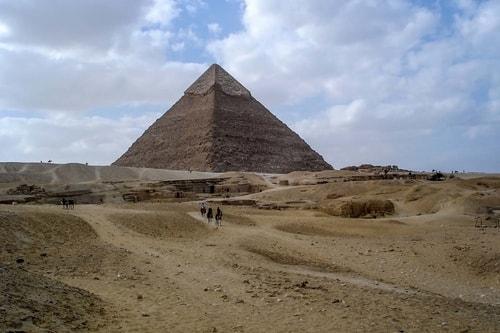 Egypt-Ghiza-(2007)-Ghiza-Pyramids-14842 COVER