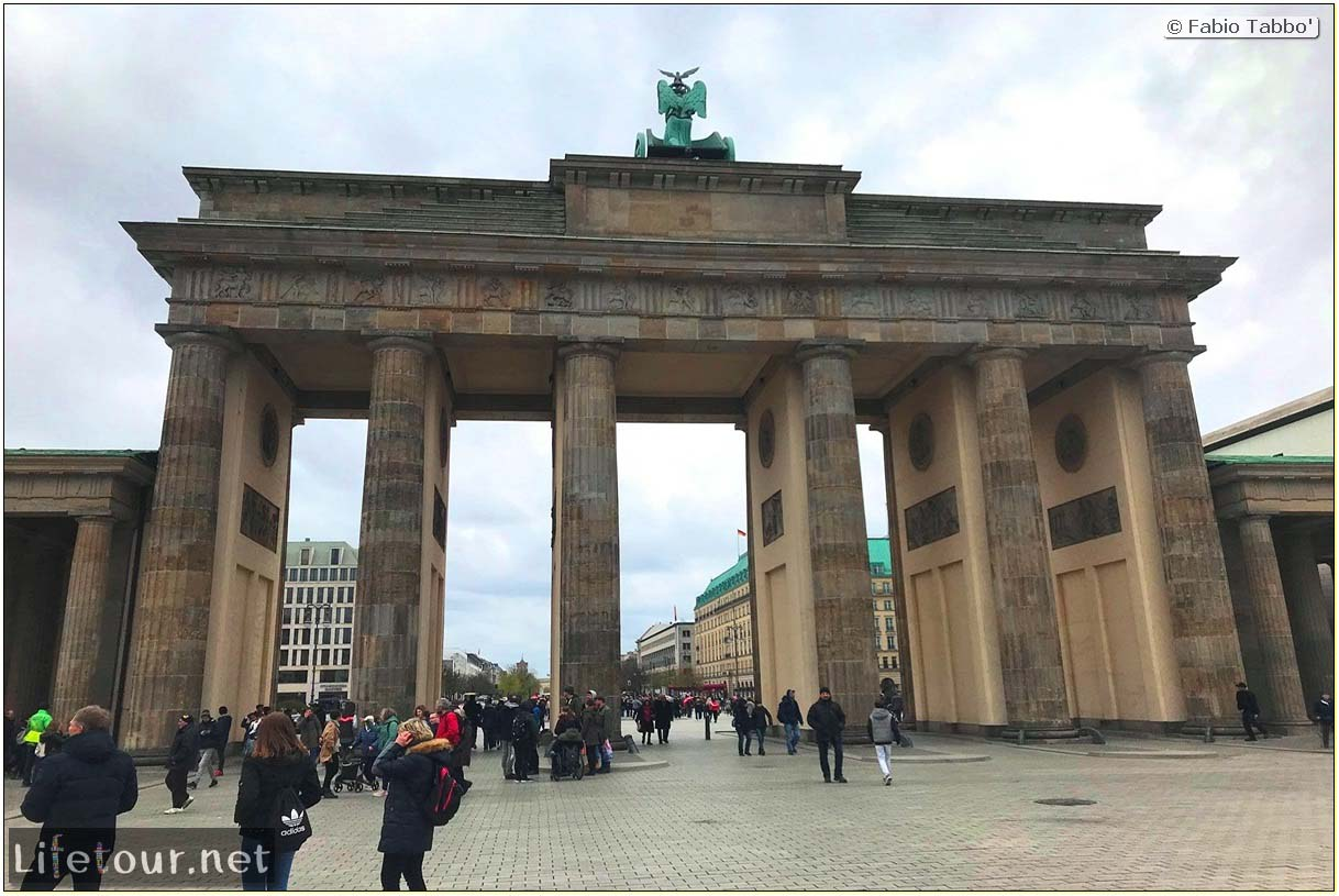 Germany-Tourism-Brandenburg Gate-49