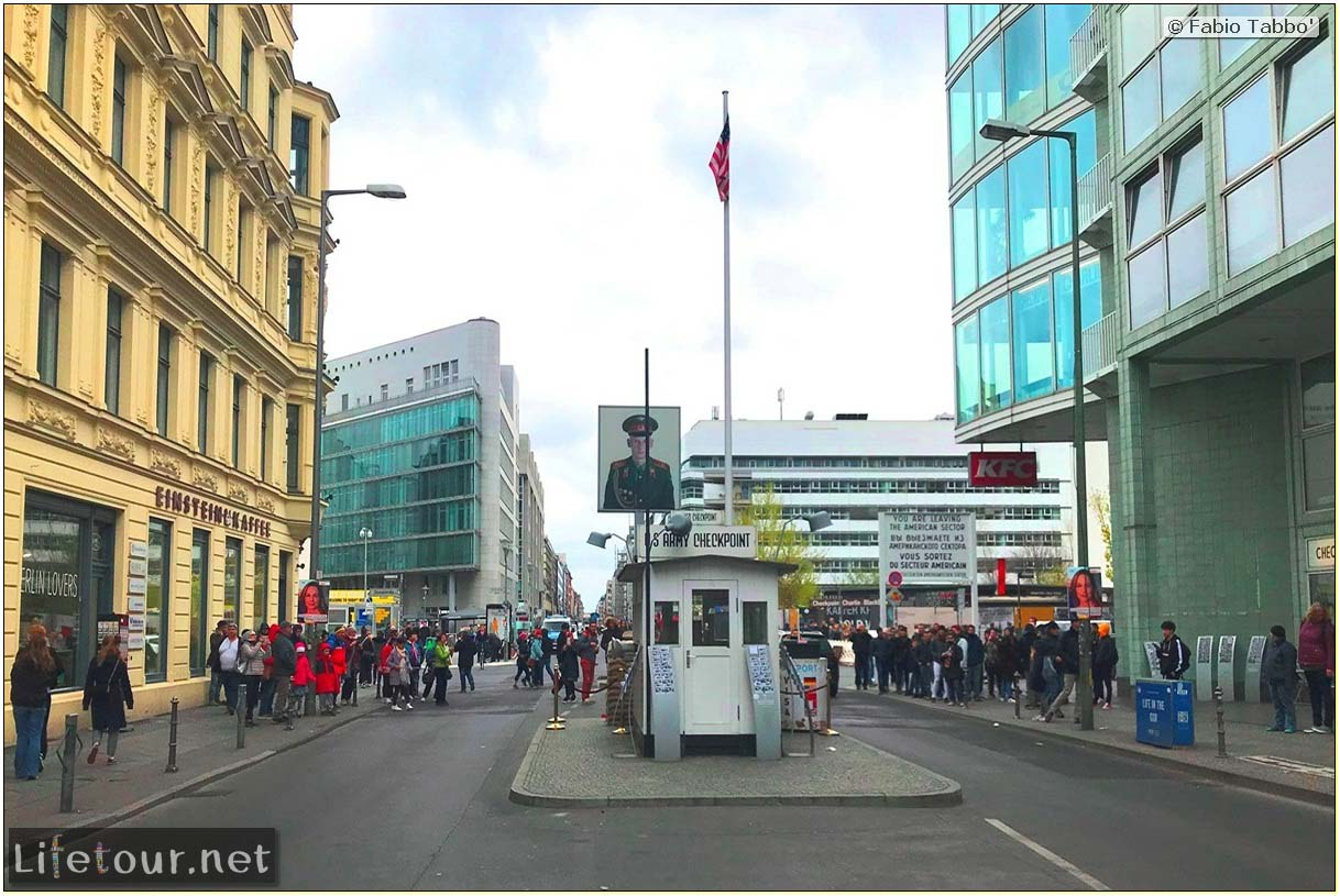 Germany-Tourism-Checkpoint Charlie-38