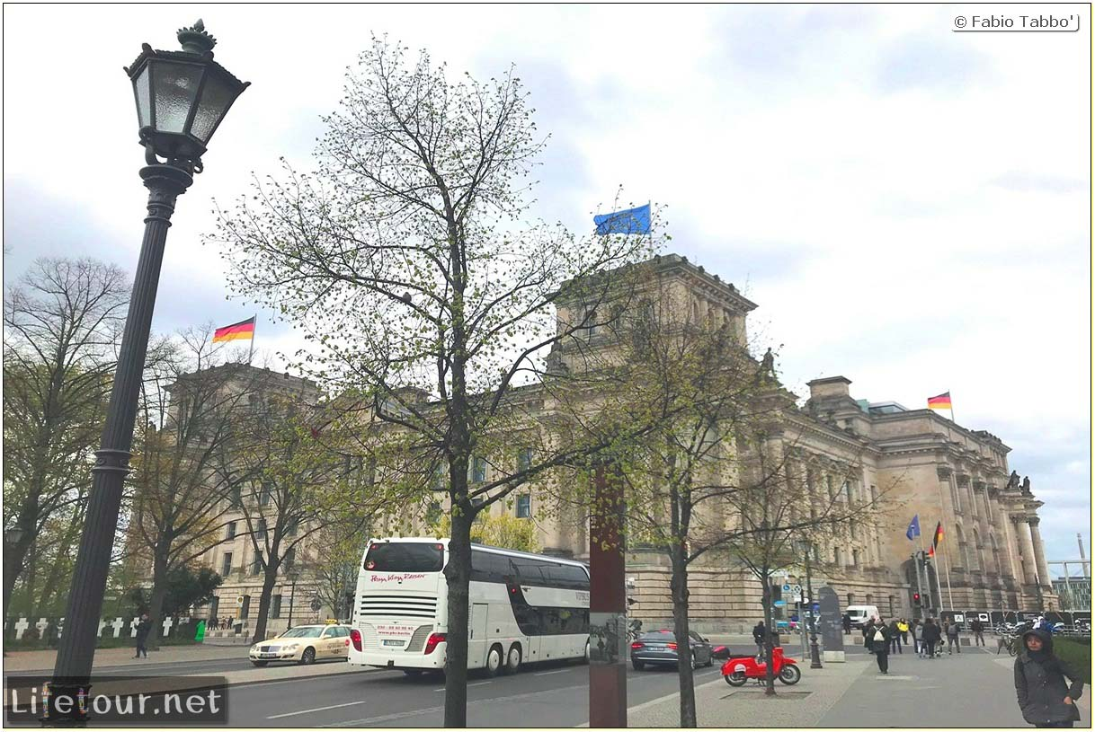Germany-Tourism-Reichstag-1