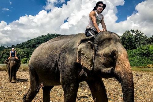 Laos-Luang-Prabang-Tourism-Elephant-Village-Elephant-riding-18857 COVER