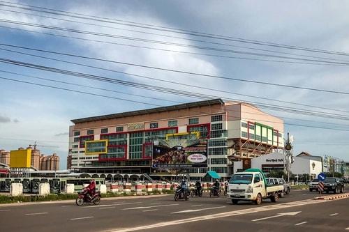 Laos-Vientiane-Shopping-ITECC-shopping-mall-19073 COVER