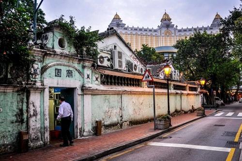 Macau-TAIPA-island-Pak-Tai-temple-11114 COVER