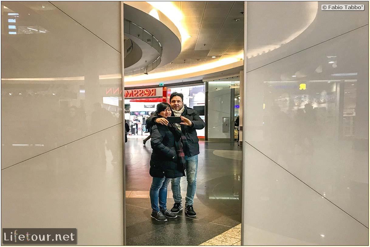 Poland-Warsaw-Zlote Tarasy shopping mall-59